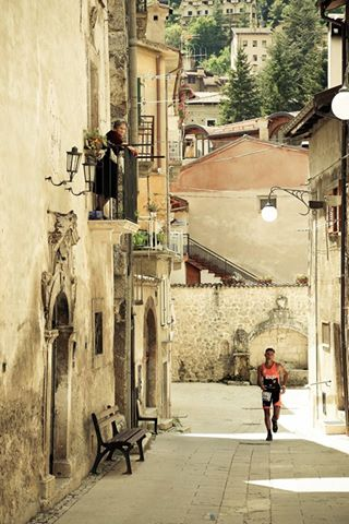 Scanno: tradizione e sport insieme nell'evento di  XTERRA Italy  Follow my link and vote the photo for Abruzzo !!  http://www.vaudevisions.com/contest/gallery-photo-contest/detail/the-young-runner-and-the-old-woman/