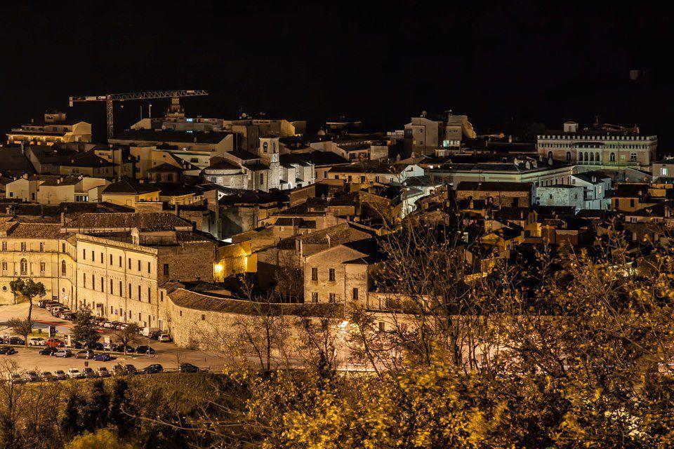 Teramo Notturna Il Centro Storico Visto Dal Quartiere Colleparco